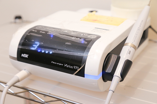 歯石除去等に使用する機器『Varios970』